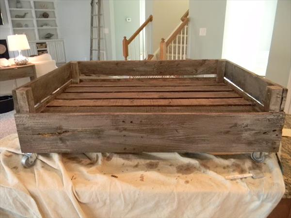 Dog bed made from pallets pallet furniture plans for Beds made with pallets