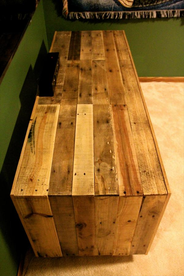 recycled pallet media console