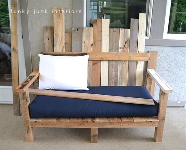 Diy outdoor pallet wood sofa pallet furniture plans for Outdoor sofa plans