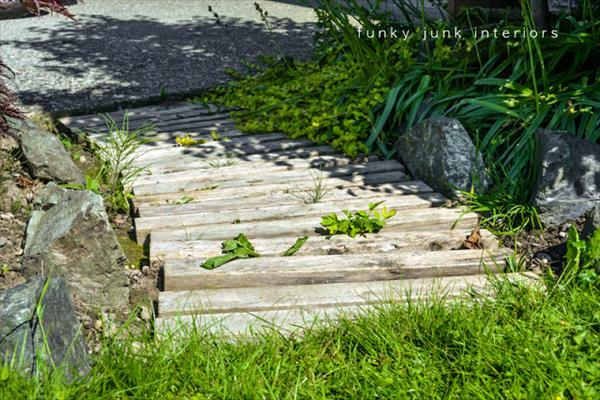 diy pallet walkway