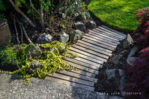 Build your pallet walkway path pallet furniture plans for Wooden walkway plans