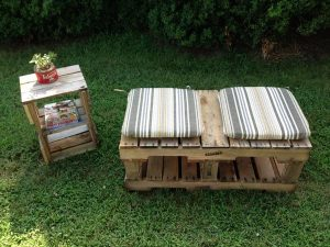 DIY Pallet Bench With Cushions