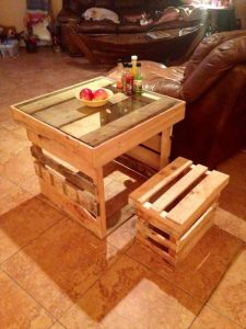 DIY Wood Pallet Side Table