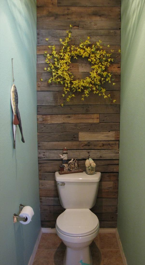 DIY Wood Pallet Bathroom wALL