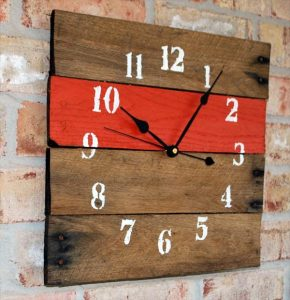 DIY Pallet Clocks