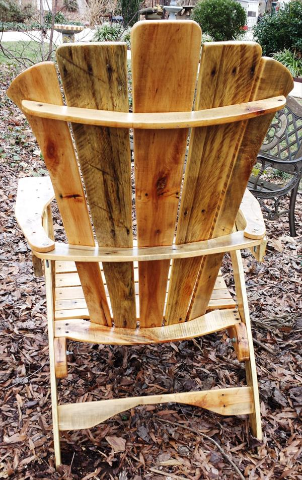 DIY Pallet Adirondack Chair with Table | Pallet Furniture Plans