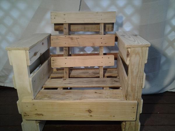repurposed pallet chair