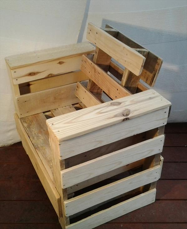 regained pallet wood chair