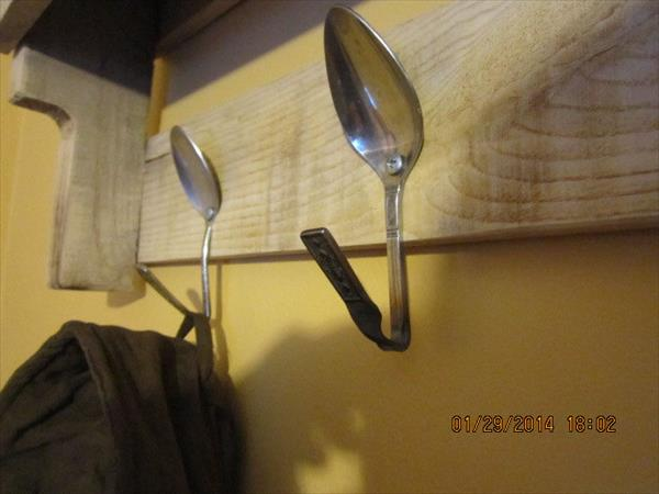 spoon hooks to pallet rack