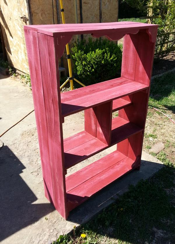 repurposed pallet bookshelf