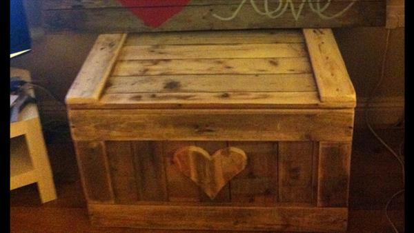 upcycled pallet storage chest