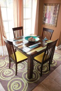 DIY Rustic Pallet Breakfast Table