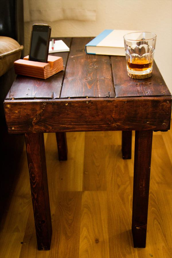 Diy rustic pallet wooden end table pallet furniture plans for Pallet end table