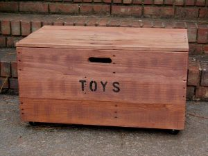 DIY Wooden Pallet Kid's Toy Chest