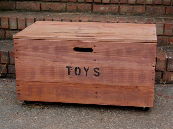 DIY Wooden Pallet Kids Toy Chest