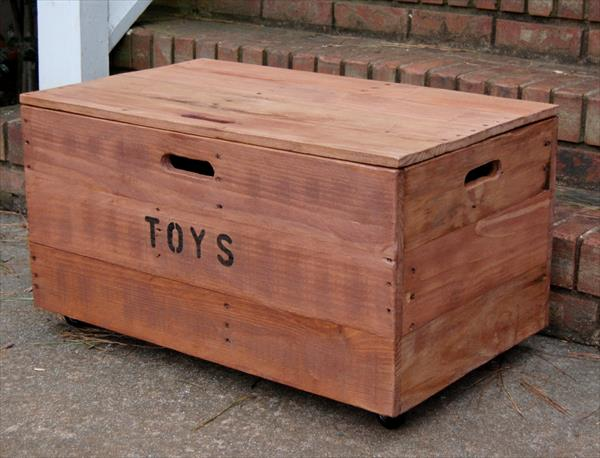 ... diy pallet wood chest pallet storage trunk toy box hope chest diy