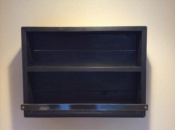 repurposed pallet bathroom shelf