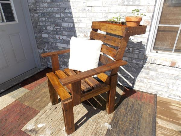 recycled palelt chair with planter