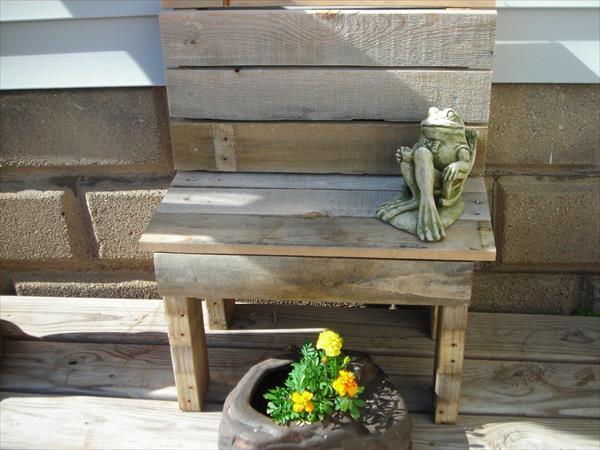 reclaimed pallet garden bench