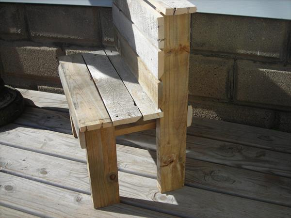 upcycled outdoor pallet bench