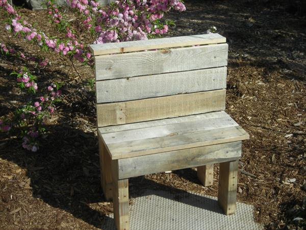 repurposed pallet garden bench