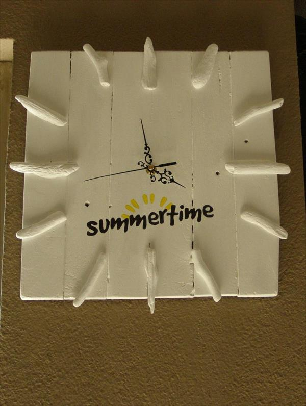 diy pallet summer clock