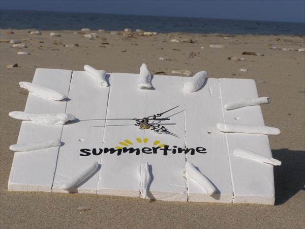 reclaimed pallet beachy clock
