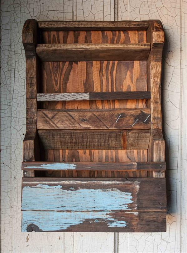 repurposed pallet wall shelf