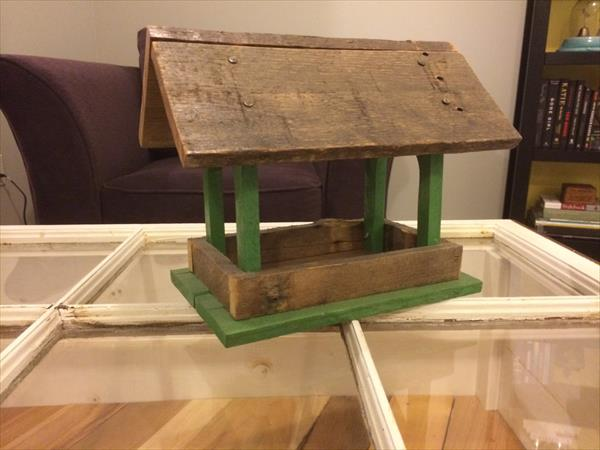 diy pallet bird feeder