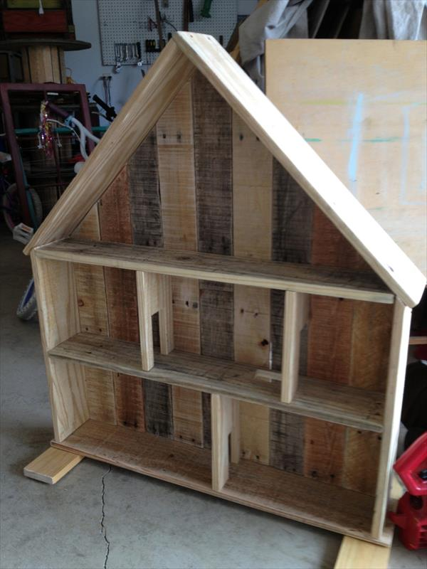 recycled pallet doll house