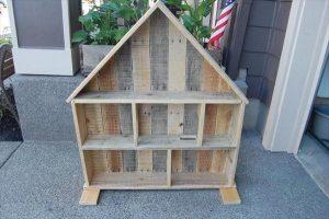 reclaimed pallet doll house