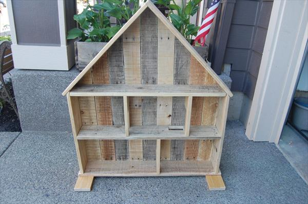 reclaimed pallet doll house