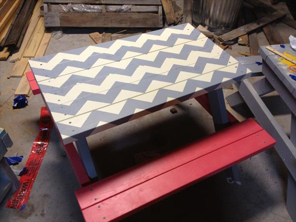 picnic table out of pallets