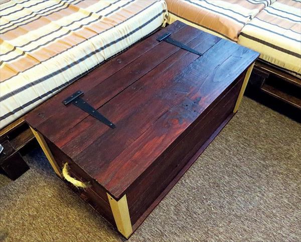 upcycled pallet wood trunk