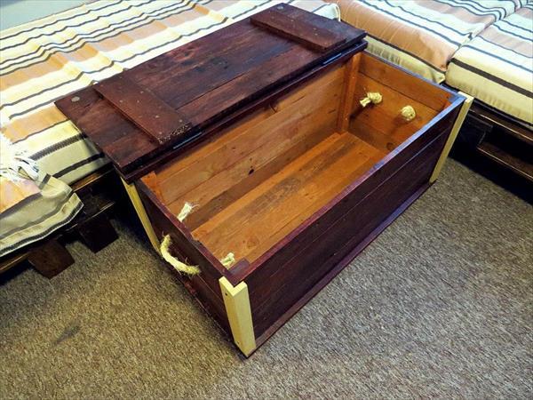 diy pallet wood trunk