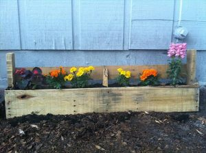 DIY Rustic Pallet Flower Planter