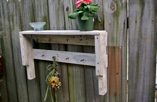 upcycled pallet shelf