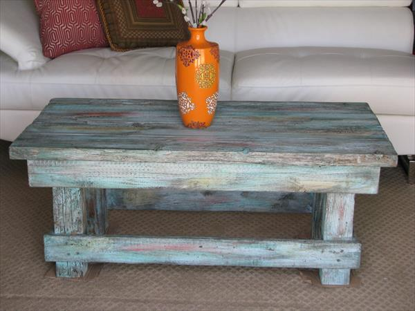 no-cost distressed pallet coffee table