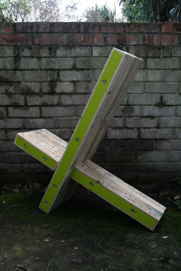 recycled pallet x-chair