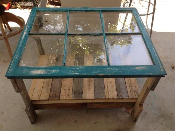 Reclaimed Window Pallet Coffee Table | Pallet Furniture Plans