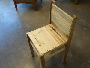 DIY Pallet Chair Design
