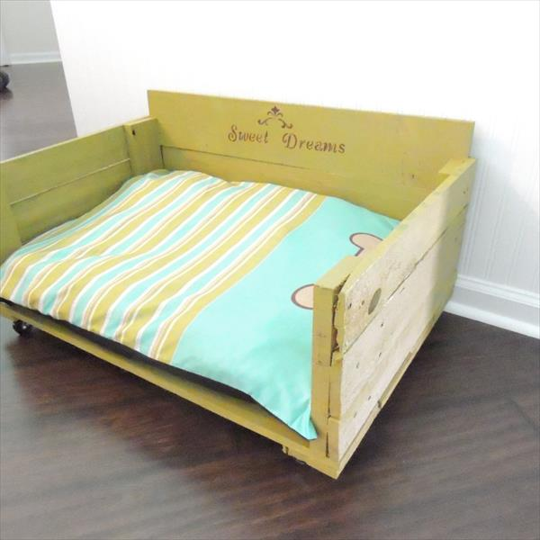 reclaimed pallet dog bed
