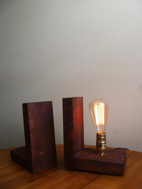 upcycled pallet Edison light lamp
