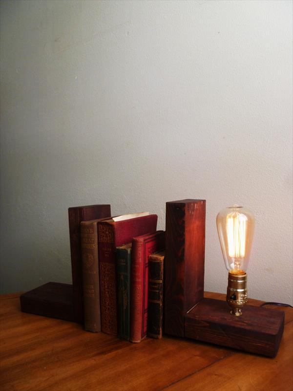 reclaimed pallet Edison light lamp
