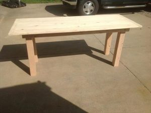 DIY Pallet Farmhouse Dining Table