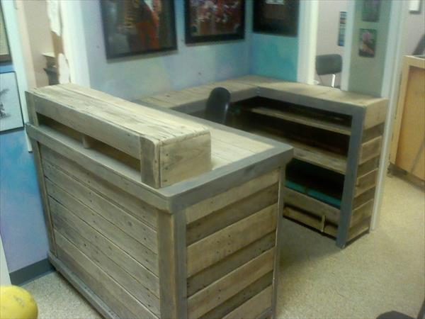 Diy Pallet Desk With Ledge And Hutch Pallet Furniture Plans