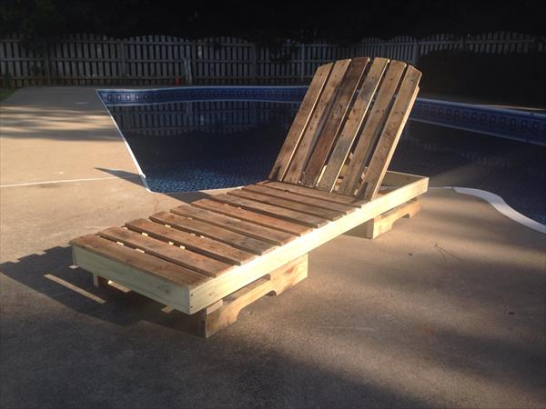 recycled pallet lounging chair