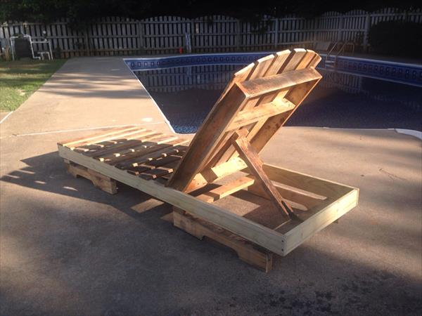 upcycled pallet lounging chair
