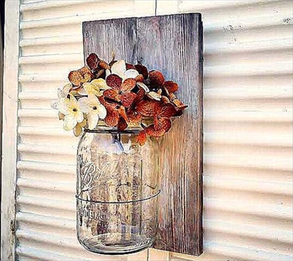 Diy pallet mason jar wall decor pallet furniture plans for Diy pallet home decor