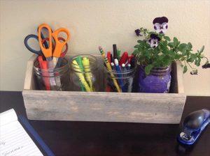 DIY Pallet Mason Jars Organizer